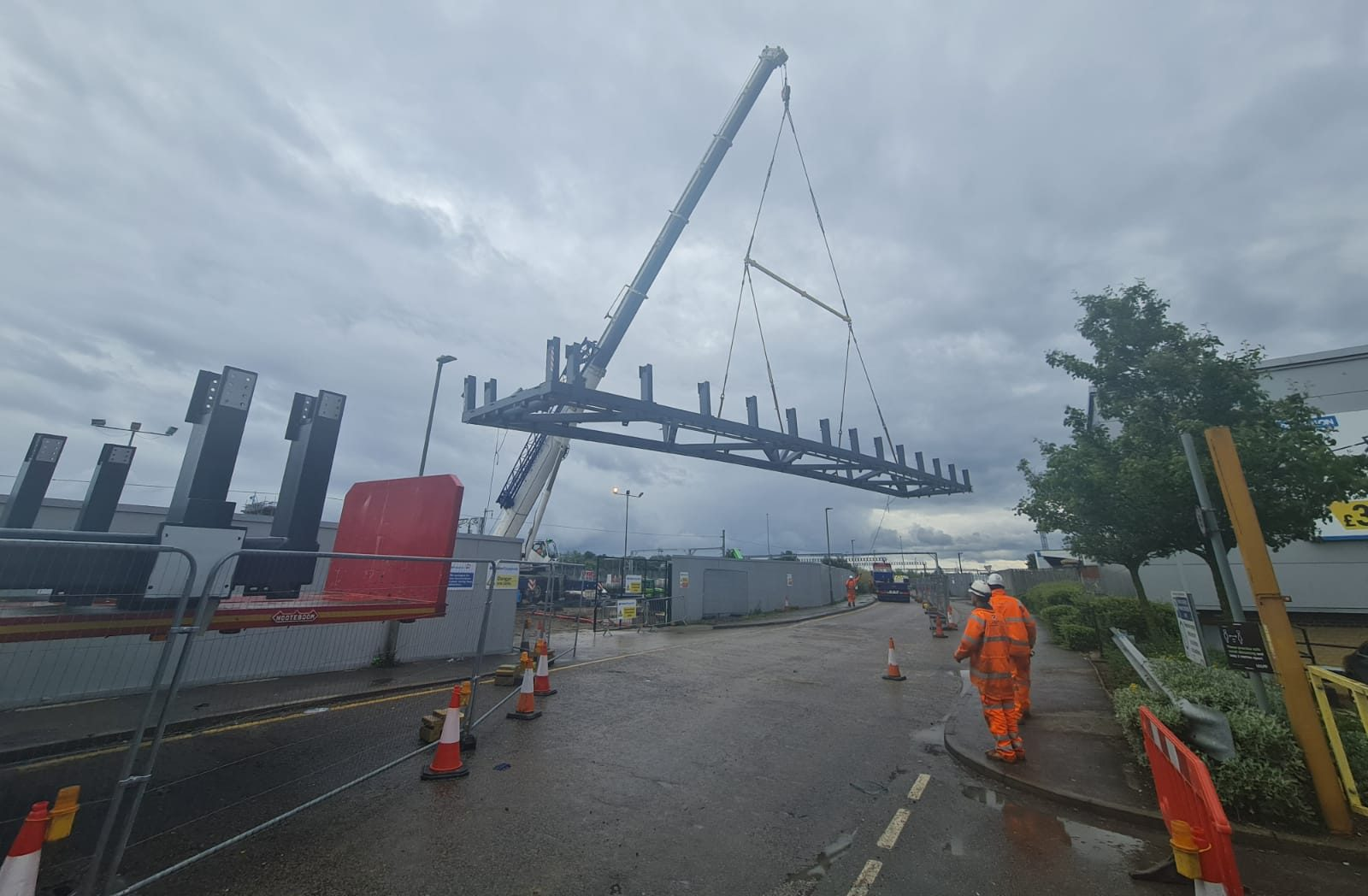 The Western Overbridge being delivered at Brent Cross West station